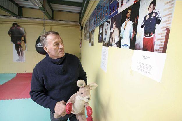 A Pont-Audemer, dans la salle où tous ont débuté, des photos du père et de ses quatre enfants boxeurs, Cindy, Alexis, Adriani et Célie.