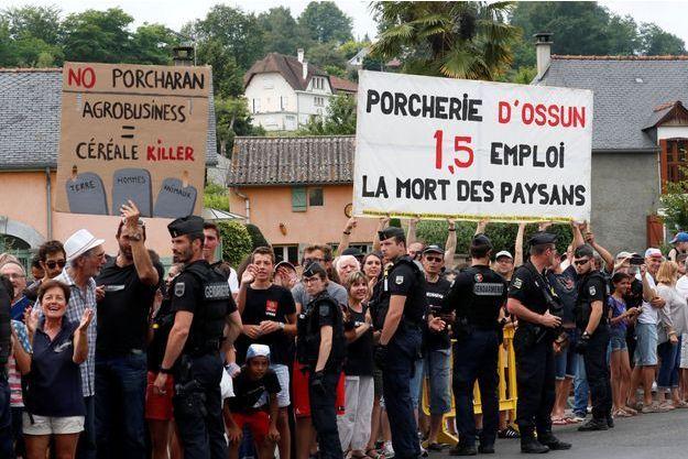 Les manifestants à Ossun (Hautes-Pyrénées).