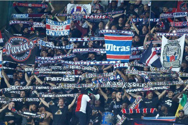 Collectif Ultras du PSG à Naples, le 6 novembre 2018.