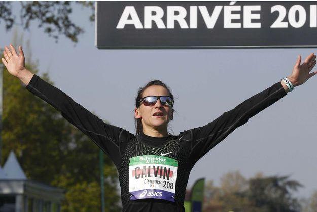 Clémence Calvin à l'arrivée du Marathon de Paris, le 14 avril 2019.