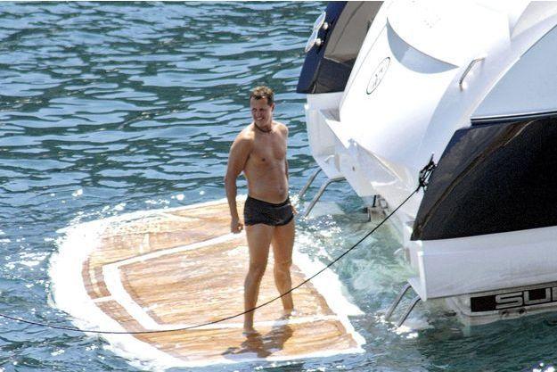 En août 2007,Schumi à la traîne... du yacht de son manager Willi Weber, à Majorque.