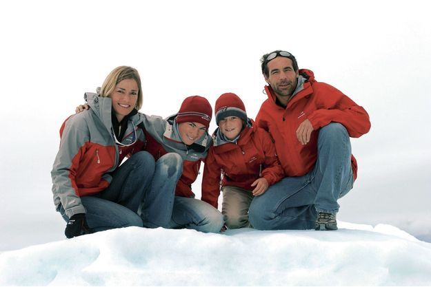 En 2005, avec sa femme, Cathy (décédée en février 2015), et ses filles, Annika et Jessica, au pôle Nord.