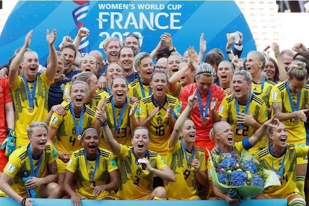 La Suède a remporté la troisième place de la compétition en dominant l'Angleterre (2-1).