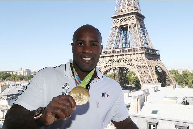 Teddy Riner en or devant la Tour Eiffel, une image prémonitoire ?