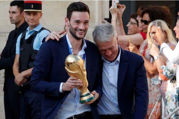 Hugo Lloris et Didier Deschamps à l'Elysée le 16 juillet.