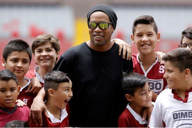 Ronaldinho est extrêmement populaire au Brésil.