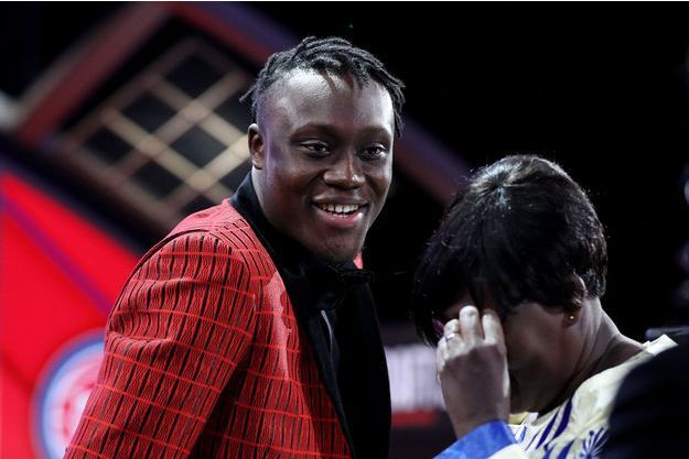Le sourire de Sekou Doumbouya, l'émotion de sa mère le soir de la Draft NBA.