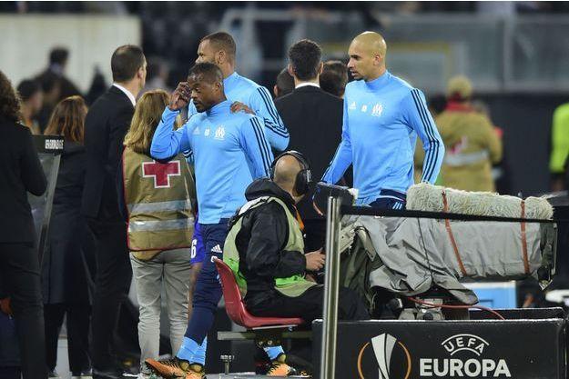 Patrice Evra après son coup de pied lors du match à Guimares.