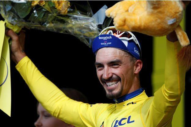 Julian Alaphilippe nouveau maillot jaune du Tour.