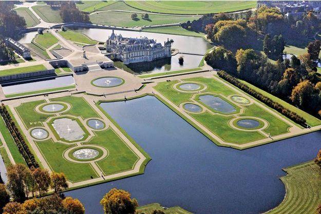 Chantilly vu du ciel, la crême des châteaux.