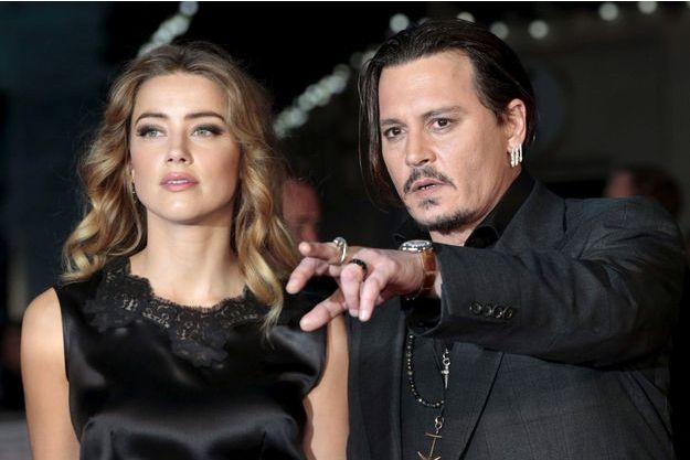 """Amber Heard et Johnny Depp en octobre 2015 à Londres pour l'avant première du film """"Strictly criminal""""."""