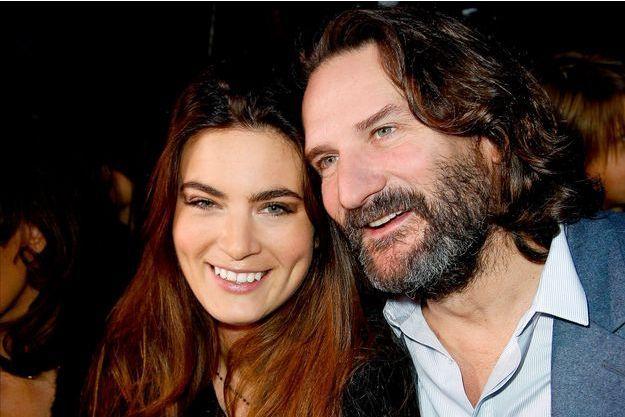 Frédéric Beigbeder et sa femme, Lara Micheli, au défilé Etam à la Piscine Molitor au mois de mars 2015.