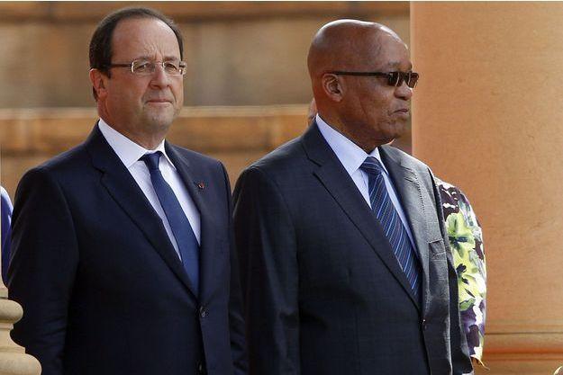 François Hollande et son homologue sud-africain Jacob Zuma, lundi à Pretoria.