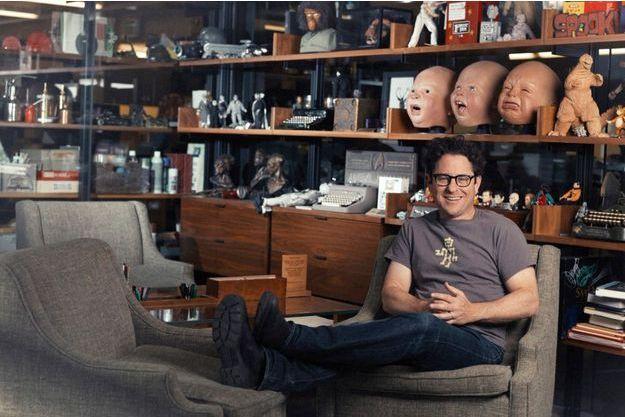 """J;J. Abrams dans le bureau de sa compagnie de production, """"Bad Robot"""", Méchant Robot..."""