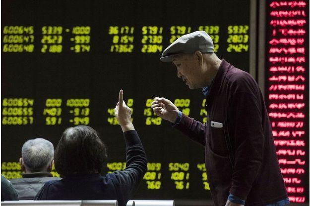 La plongée des marchés chinois a contaminé les autres places boursières mondiales.