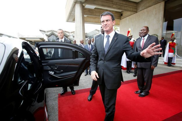 Le 30 octobre 2016, Manuels Valls est accueilli par Daniel Kablan Duncan, le Premier ministre de la Cote d'Ivoire