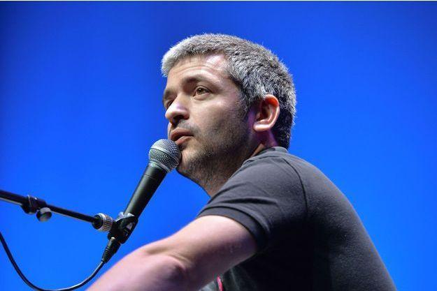 Le chanteur Grégoire.