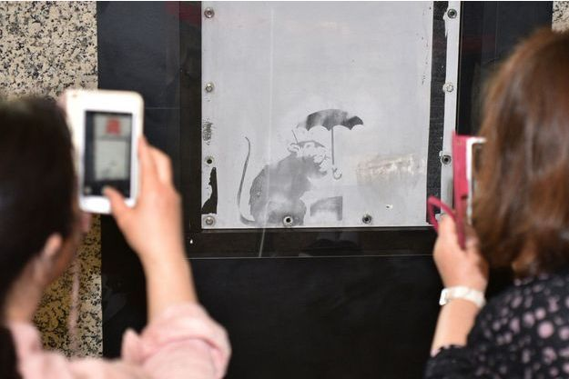Le dessin semblerait être l'oeuvre de Banksy.