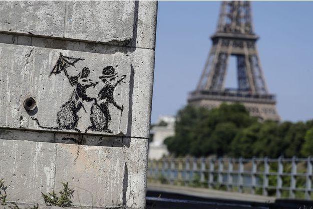 Une des oeuvres revendiquées par Banksy, à Paris.