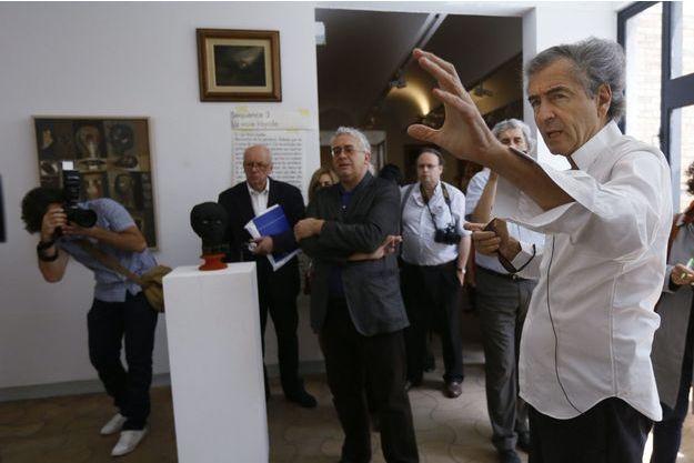 Bernard-Henri Lévy lors du vernissage de l'exposition.