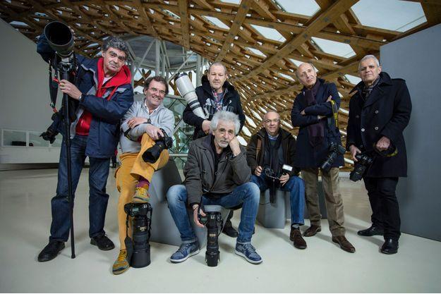 Parmi les photographes dont le travail sera présenté au public, sept mercenaires réunis pour la première fois depuis trente ans. De g. à dr., Francis Apesteguy, Pascal Rostain, Patrick Siccoli (debout), Daniel Angeli, Michel Giniès, Bruno Mouron, Xavier Martin.