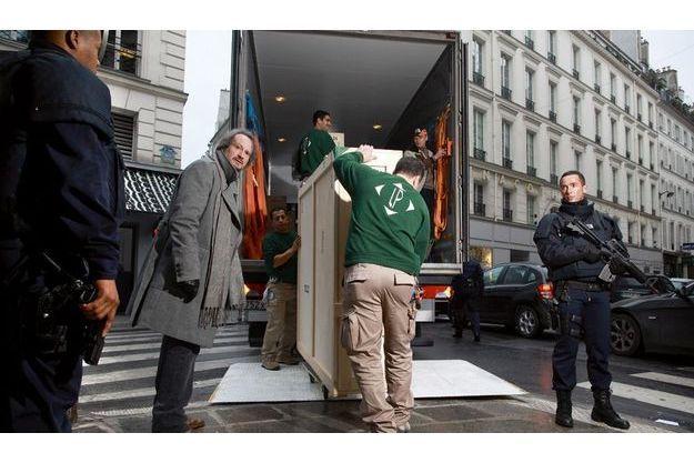 Janvier 2011 : des œuvres arrivent dans les nouveaux locaux de la Pinacothèque sous l'œil attentif de Marc Restellini