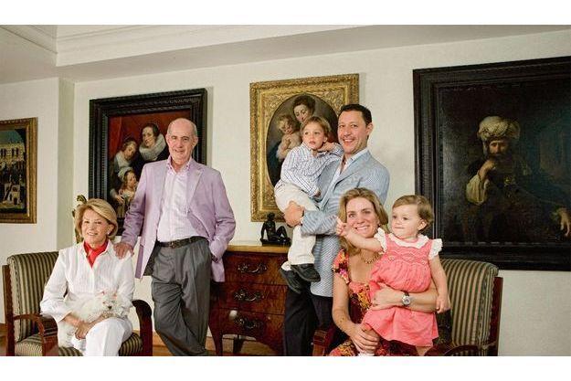 A Mexico, Juan Antonio pose avec sa femme Josefina, son gendre Jorge, sa fille Maria-José et leurs petits enfants, Jorge (4 ans) et Maria José (1 an).