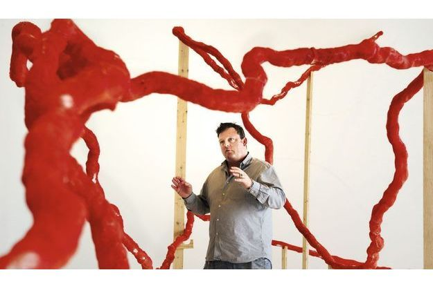 L'artiste en plein montage de sa pièce « Spinoza Rhapsody », créée en 2006.