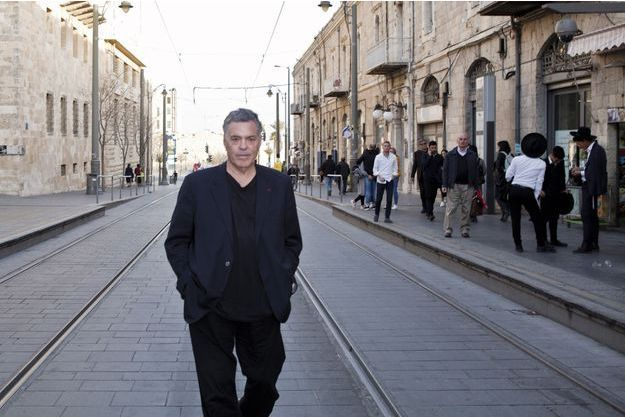 Amos Gitaï : cinéaste hors des rails