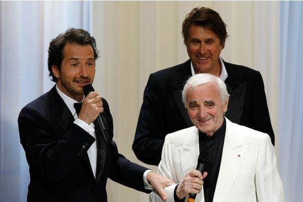 Edouard Baer, ici accompagnant Charles Aznavour et Bryan Ferry, avait été le maître de cérémonie du Festival de Cannes en 2009 et 2010.