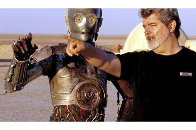 George Lucas dirige Anthony Daniels, dans son costume de C3PO, en 2002, lors du tournage de «L'Attaque des Clones».
