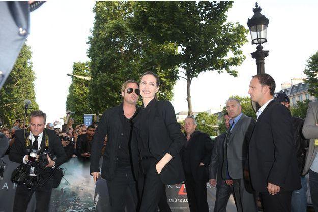 Brad Pitt et Angelina Jolie sur les Champs-Elysées