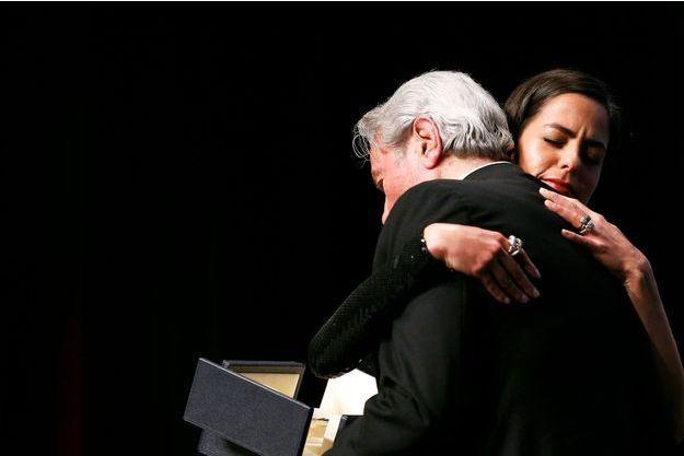 Alain Delon dans les bras de sa fille à l'occasion de la remise de la Palme d'or d'honneur.