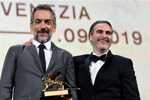 Todd Philipps et Joaquin Phoenix sur la scène de la Mostra de Venise.