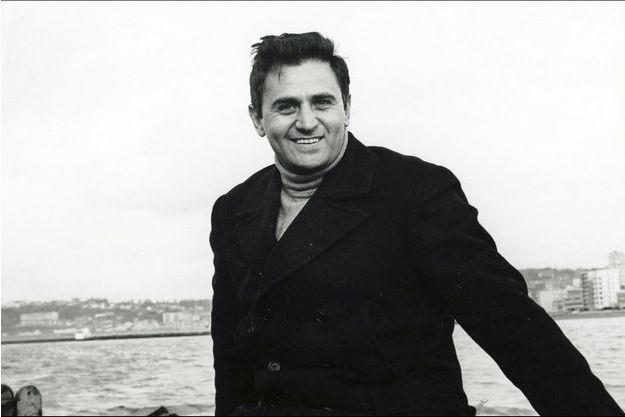 """Roger Hanin dans """"PASSEPORT DIPLOMATIQUE AGENT K8 (1965)"""""""
