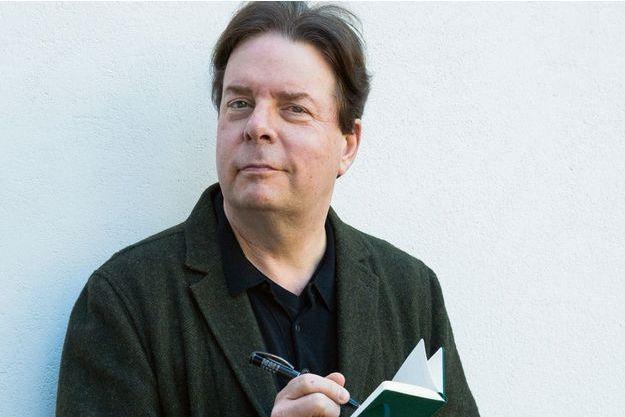 Douglas Kennedy a publié cette année « Mirage » aux éditions Belfond et « Des héros ordinaires », quatre de ses romans réunis en un tome, aux éditions Omnibus.