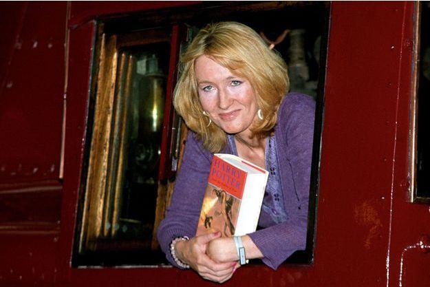 """JK Rowling lors de la promotion de """"Harry Potter and Goblet of Fire"""", """"Harry Potter et la coupe de feu"""" à Londres en 2000."""