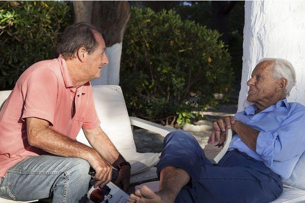 Eté 2012, sur sa terrasse de Saint-Florent, en Corse, avec Jean-Marie Rouart.