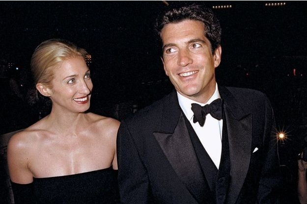 Avec sa femme, Carolyn Bessette, à New York, le 5 octobre 1998.
