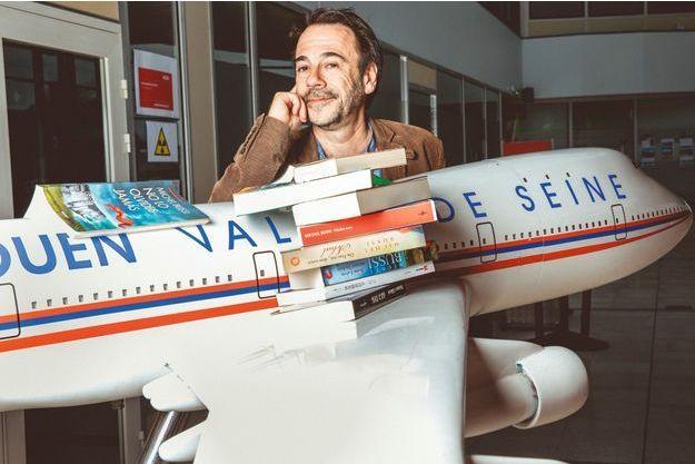 Outre-Manche, une chronique d'« Un avion sans elle » signée Joan Smith, la très influente critique du « Sunday Times », a mis notre Frenchy sur orbite