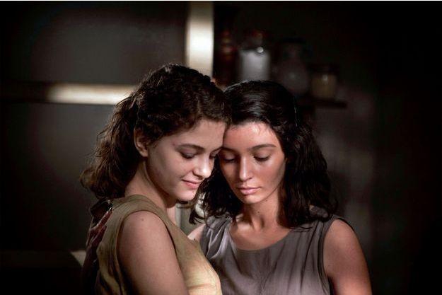 Margherita Mazzucco (Elena) et Gaia Girace (Lila).