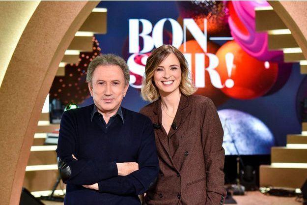 """Michel Drucker et Isabelle Ithurburu sur le plateau de """"Bonsoir!""""."""