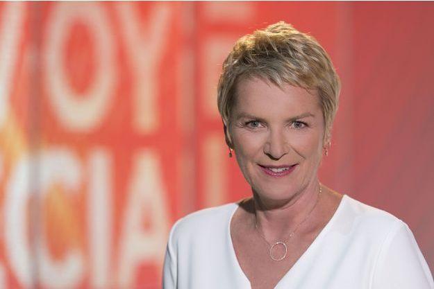 """Elise Lucet sur le plateau d'""""Envoyé Spécial""""."""