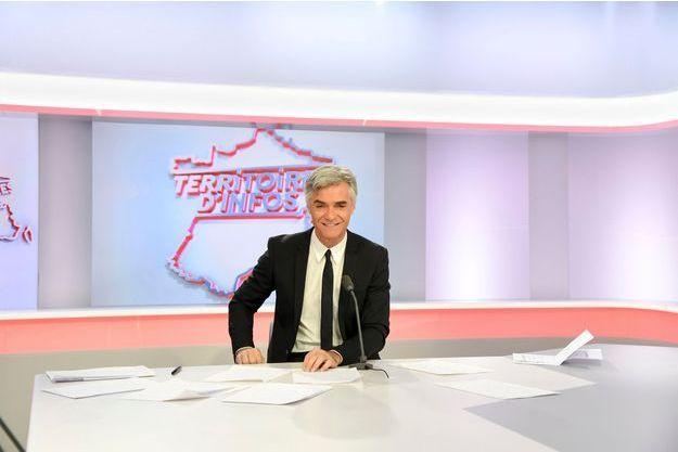 """Cyril Viguier sur le plateau de """"Territoires d'infos""""."""