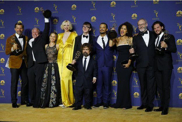"""La casting de """"Game of Thrones"""" avec ses prix, aux Emmy Awards 2018."""