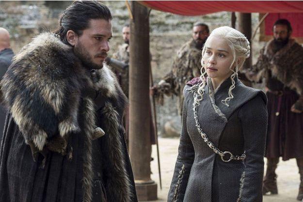 "Kit Harington (Jon Snow) et Emilia Clarke (Daenerys Targaryen) dans ""Game of Thrones""."