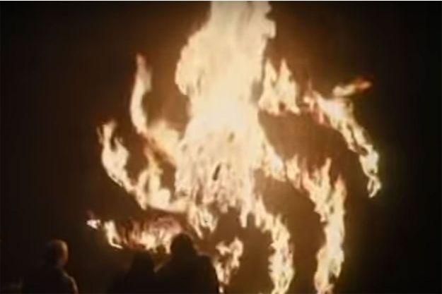Le symbole laissé par les Marcheurs blancs dans l'épisode 1 de la saison 8.