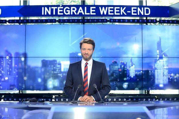 """Antoine Genton sur le plateau de l""""Intégrale Week-End""""."""