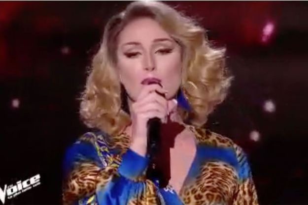 "Leona Winter, sur la scène de ""The Voice""."