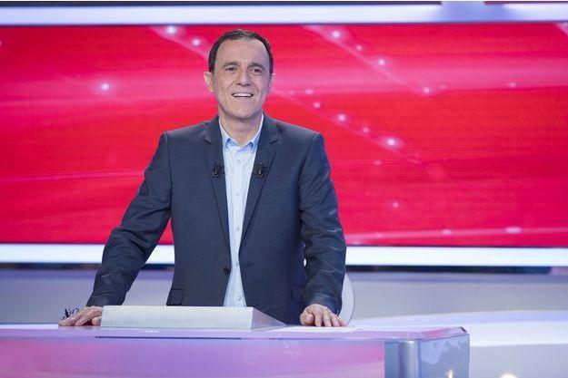 """Thierry Beccaro sur le plateau de """"Motus""""."""